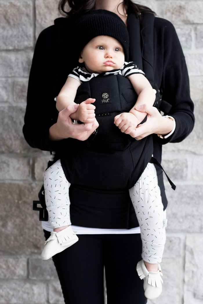 6da751acca6 I ve owned the LILLEbaby carrier for about a month so I missed out on the  opportunity to use the fetal and infant carrying positions however judging  by the ...
